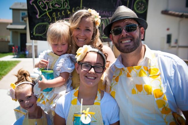 family lemonade stand